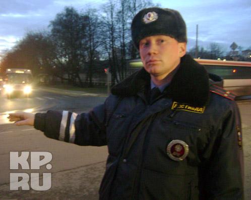 Лейтенант Алексей Кузнецов на том самом перекрестке, где встретил героиню своего фильма. Фото: kp.ru
