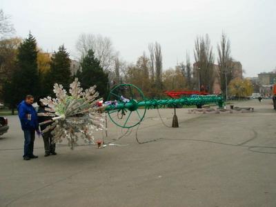 немножко усилий, и зеленая красавица примет свой обычный праздничный облик.