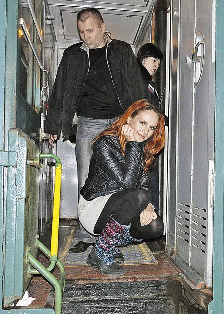 Во все поездки по стране певица отправляется вместе с телохранителем. Фото автора.