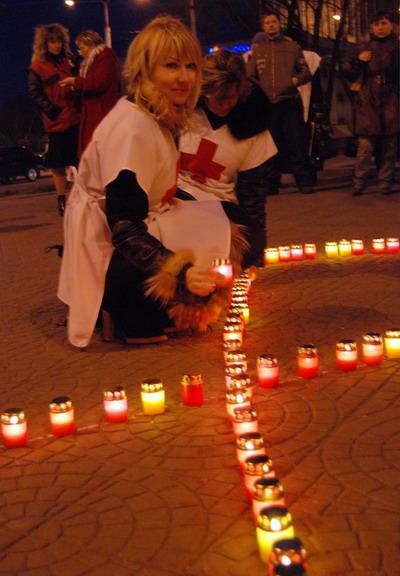 Работники «Красного креста» утверждают, что чиновники равнодушны к проблеме СПИДа.