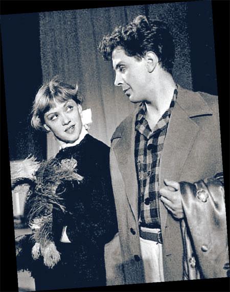 С появлением в жизни Фрейндлих мужа и партнера Владимира Карасева Алиса с ролей мальчиков переключилась на интересных барышень.