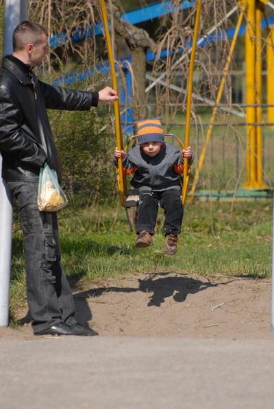 Миссию по присмотру за ребенком могут на себя взять только родственники.Фото Ирины МАКУШИНСКОЙ.
