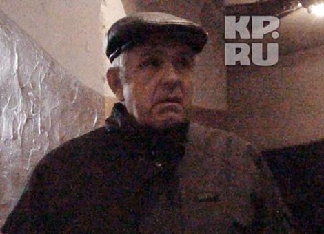 Сергей Белоусов: - Запах в квартире до сих пор. Фото: Алексей ЖУРАВЛЕВ.