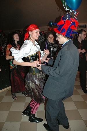 На карнавале можно выбрать себе пару на любой вкус, стиль и тематику.