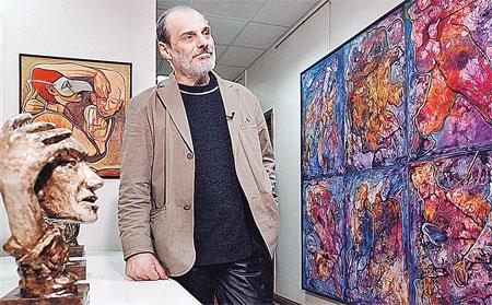 Юрий Соловей всегда рад видеть на своих выставках бывшую жену.