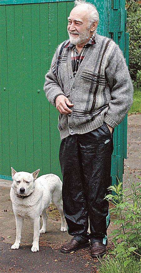Последнее фото Тихонова. Мы гостили на даче актера. Вячеслав Васильевич вышел нас проводить и пожелал успехов...