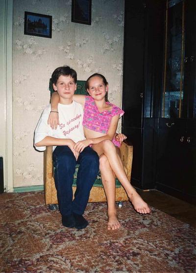 Брат и сестра с детства вместе всегда и во всем.