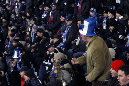 Несмотря на поражение киевлян, фанаты вели себя довольно мирно.