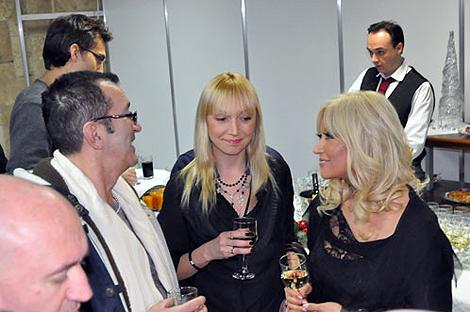 Именинницу поздравляют Кристина Орбакайте и Александр Буйнов.