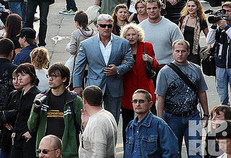 Владимир Турчинский с мамой. Фото: Руслан ВОРОНОЙ.