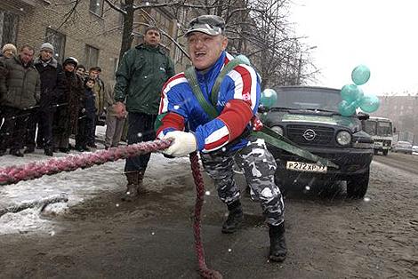 Турчинский Динамит мог запросто эвакуировать 3-тонный автомобиль. Фото: Владимир ВЕЛЕНГУРИН.