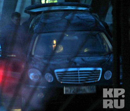 Близкие забирают тело Динамита из морга. Фото: Владимир ВЕЛЕНГУРИН