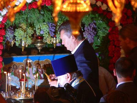 Только в Донбассе лидер ПР помог собрать средства на строительство по меньшей мере 5 храмов.
