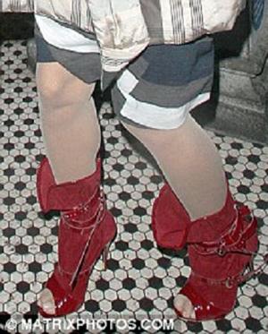 Обувь Памелы весьма неустойчива. Фото www.dailymail.co.uk.