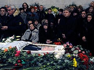 Даже по приблизительный прикидкам можно сказать, что в этот день проститься с реформатором пришли тысячи москвичей. Фото: Олег РУКАВИЦЫН