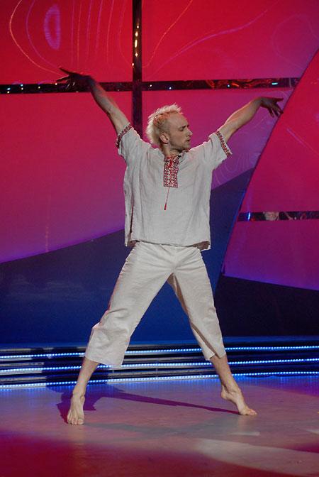 Хип-хоперу Сергею Змееку почти на всех эфирах пришлось готовить бальные танцы.