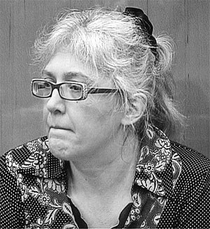 Ее подельница Лариса Курочкина (а по совместительству любовница ее мужа) тоже оставалась безучастной.