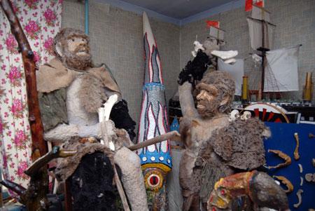 На одну скульптуру неандертальца ушло: фарша - 200-250 граммов, туалетной бумаги - 20 рулонов, времени - 1 час. Ее себестоимость - 30-40 грн.