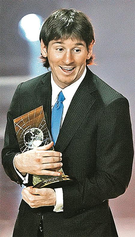 Этой награде Лео Месси радовался как дитя.