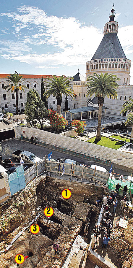 От древнего дома остались лишь фундамент и фрагменты толстых каменных стен. 1, 2 - комнаты, 3 - внутренний дворик, 4 - колодец для дождевой воды.