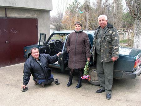 Алексей глубоко благодарен своей жене Лене, которая 30 лет за ним ухаживает.