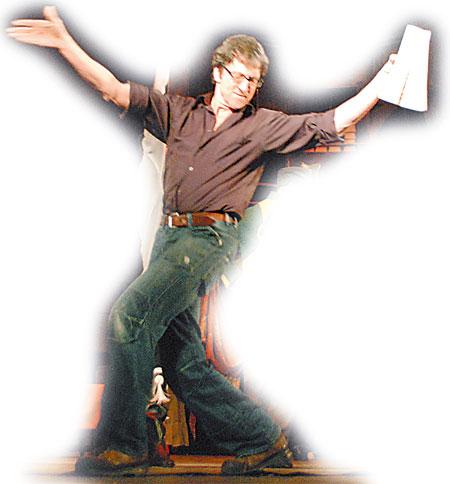 Режиссер Марк Крон на генеральном прогоне профессионально изобразил цыганочку с выходом.