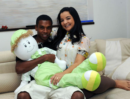 Фернандиньо вместе с супругой Глаусией встретит Новый год в родной стране. Фото журнала «Шахтер».