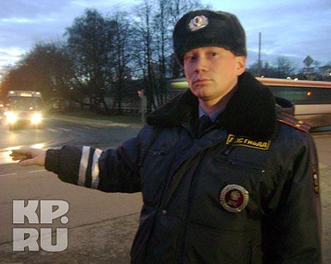 По мнению прокуратуры, лейтенант Алексей Кузнецов не грубил гражданке Кравченко. И отныне он - пострадавший от действий героини своего же ролика. Фото: Ринат НИЗАМОВ.