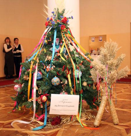 Президентскую елку купил донецкий бизнесмен Антон Клименко.