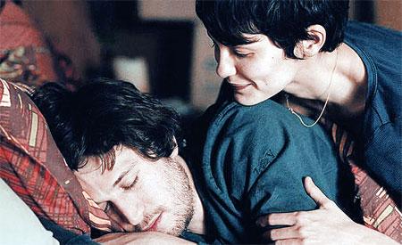 Кадр из фильма «Просто вместе»: герои одинаково высоко ценят дружбу и любовь.