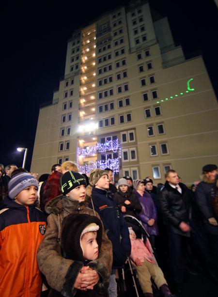 Шесть тысяч очередников получили квартиры в этом году благодаря нынешней программе правительства.