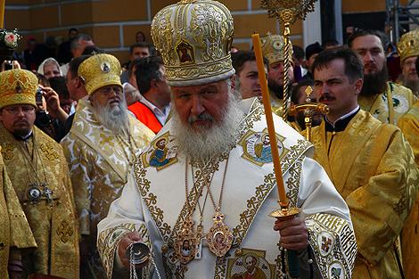 Чтобы увидеть патриарха Кирилла, в Киев съехались верующие со всей Украины.