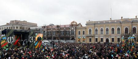 В среднем на площади послушать политика собирались 4 тысячи человек (на фото - митинг в Кировограде).