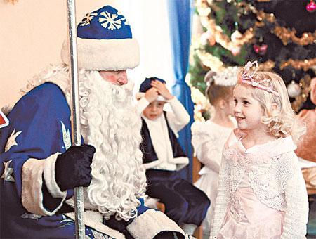 Дед Мороз: - Дети делятся на три группы: которые верят, вообще не верят и колеблются.