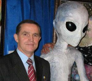 Каденюк верит в НЛО, но утверждает, что с инопланетянами не встречался.