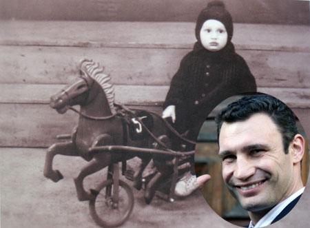 Виталий Кличко оседлал подаренную на праздник лошадку.