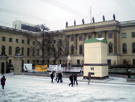 Берлин накануне Рождества пахнет глинтвейном и жареными орешками в глазури.