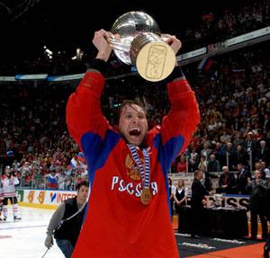 …а хоккеистам сборной России - на льду.