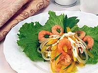 Салат с креветками и красным перцем просто и изысканно.