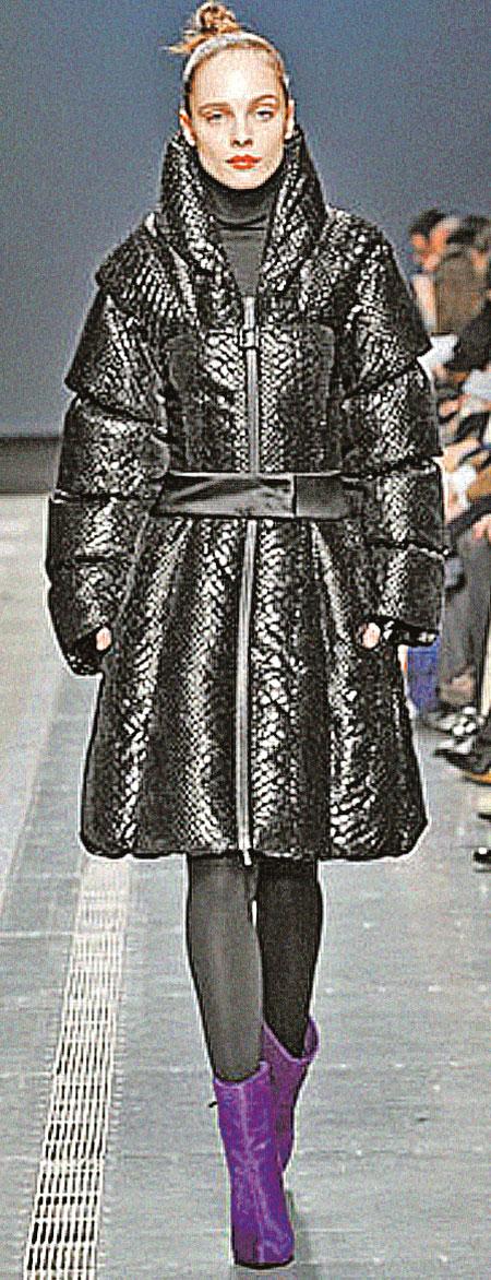 Пуховики уже перестали быть спортивной одеждой для зимы - в них можно выглядеть элегантно и женственно.