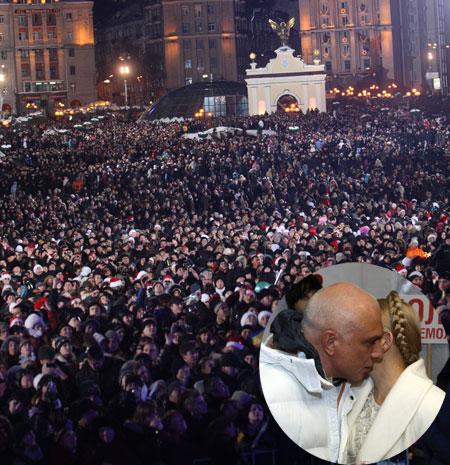Чтобы поднять бокал шампанского под бой курантов, на Майдан пришли более 100 тысяч человек.