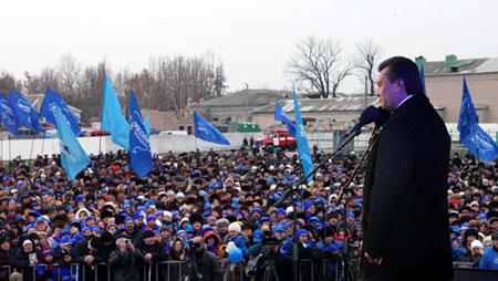 За последние месяцы лидер ПР объездил практически всю страну. Везде послушать его собирались десятки, а то и сотни тысяч человек (выступление в Николаеве).