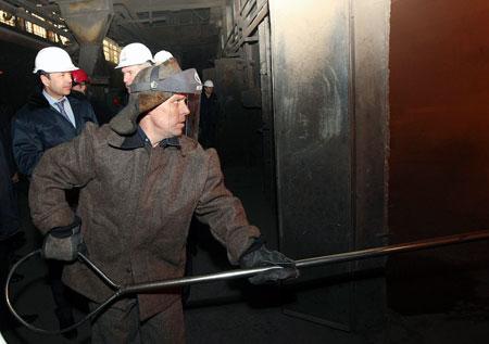 Все нюансы технологии сталелитейного производства Тигипко, инженер-металлург по специальности, знает досконально.
