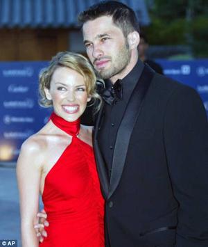 Оливье четыре года встречался с Кайли Миноуг, говорят дела у них шли к свадьбе.