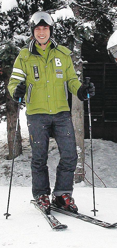 ...а потом юморист уехал кататься на лыжах. Уже один.