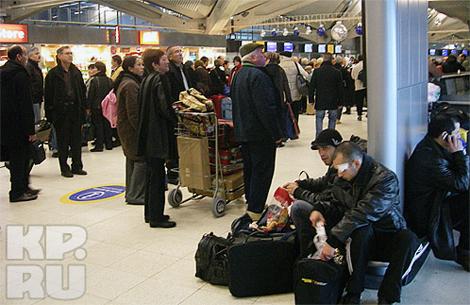 Аэропорт в Лионе переполнен ожидающими.