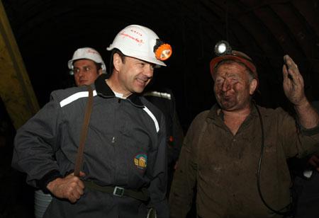 Сергей Тигипко был рад узнать, что в декабре шахта «Белореченская» вышла на докризисный уровень добычи.