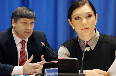 Однопартийцы Виктора Януковича - народные депутаты Юрий Мирошниченко и Елена Бондаренко на пресс-конференции в столичном кинотеатре «Зоряний» рассказали о нюансах избирательной кампании 2010 года.