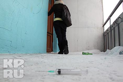 На этом «проходном» балконе и случилась трагедия… Фото: Александр ДЫБИН.