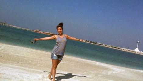 Прилетев в Абу-Даби, Тина так накаталась на горках, что на следующий день еле встала с кровати.